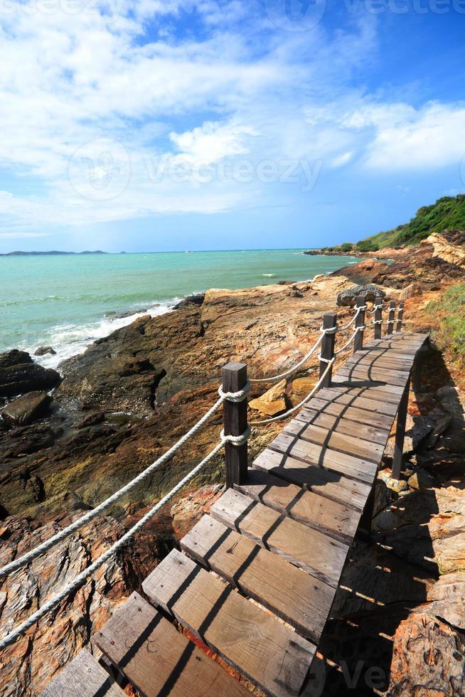 passerelle au bord de la mer, tourisme photo