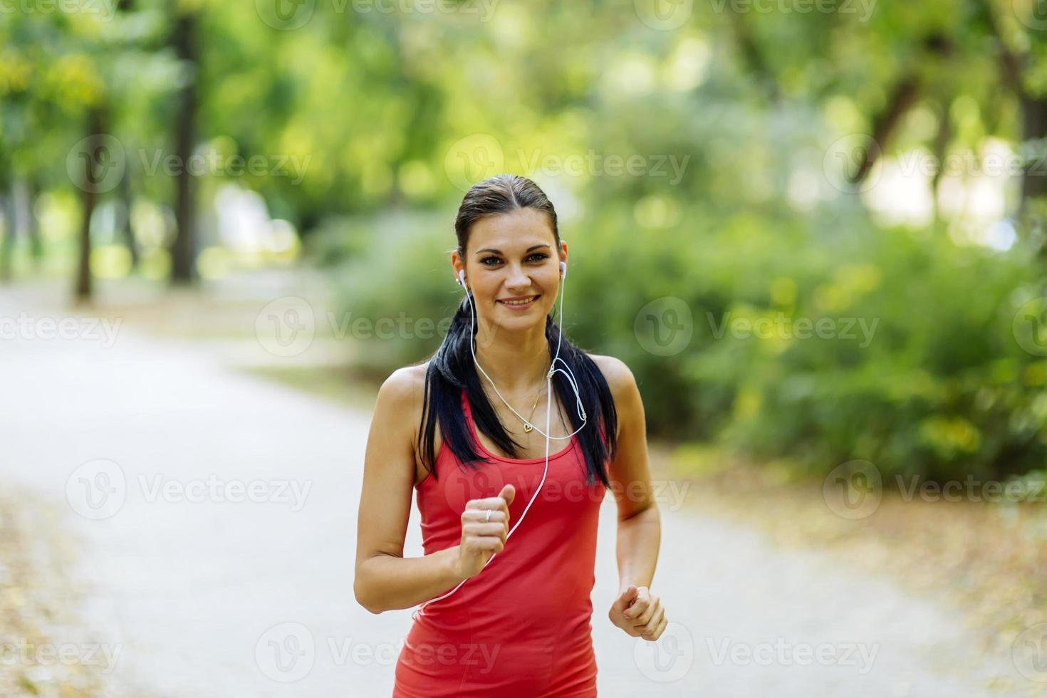 jeune, beau, athlète, jogging, dans parc photo