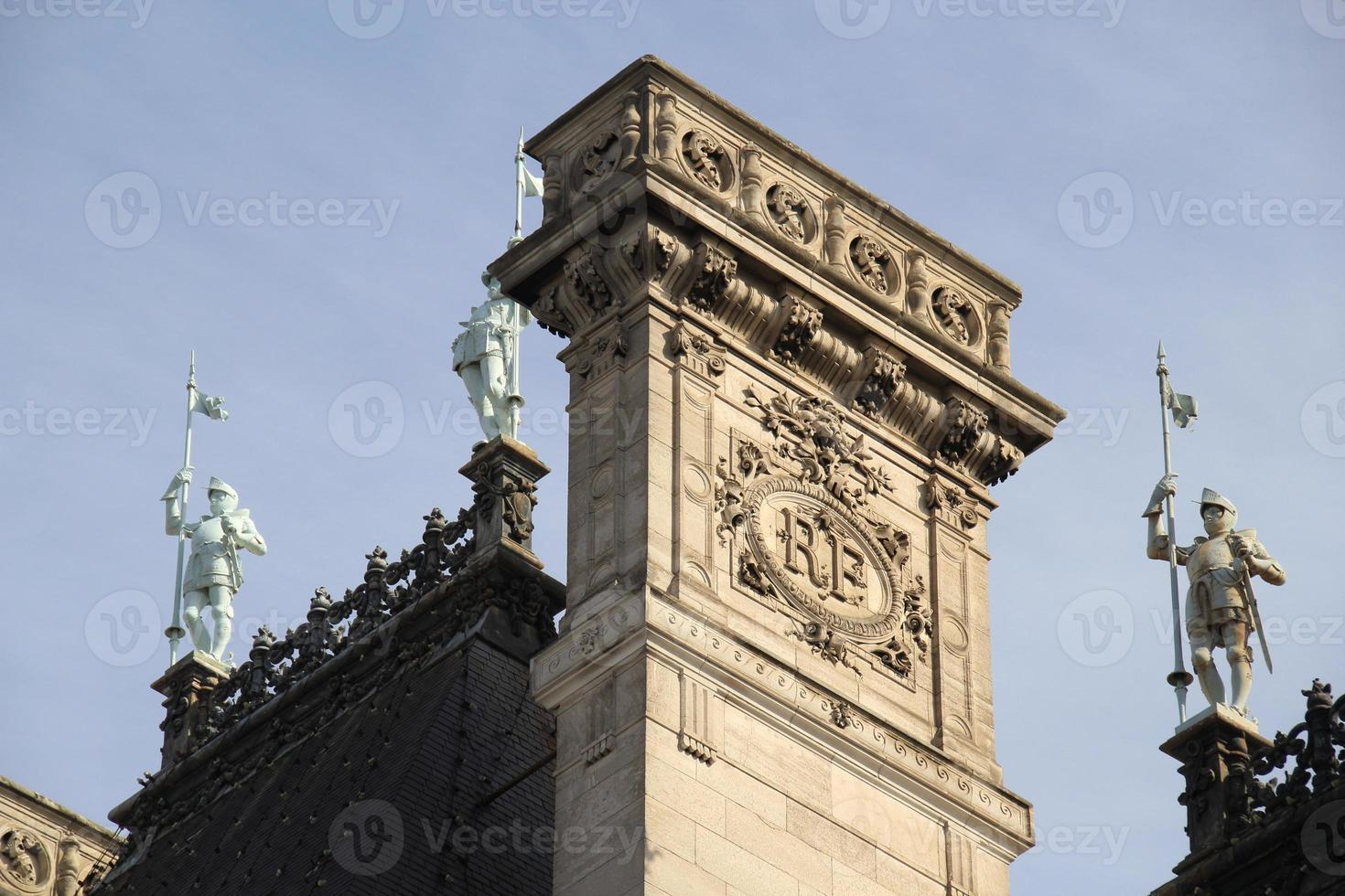 toit de la mairie de paris, france. photo