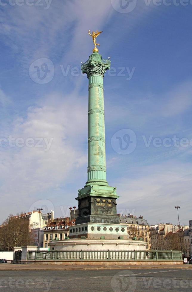 colonne de juillet sur la place bastille, paris, france. photo