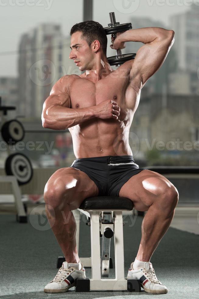 jeune homme, travailler, triceps photo