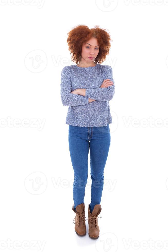Jeune adolescente afro-américaine en colère isolé sur fond blanc photo