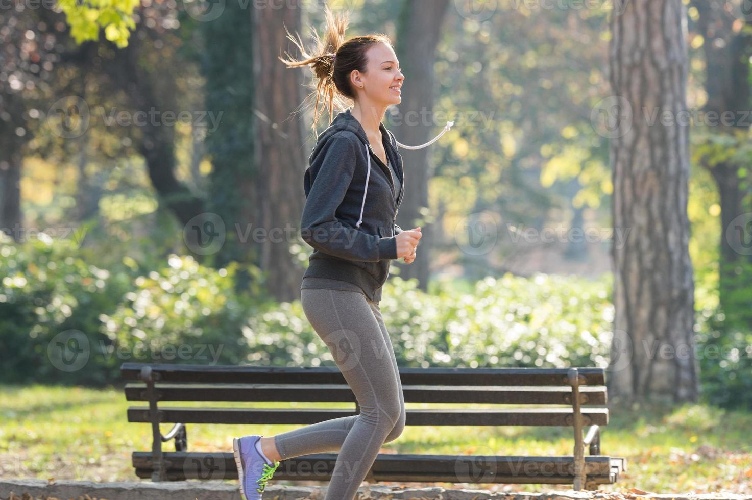 jolie jeune fille jogging photo