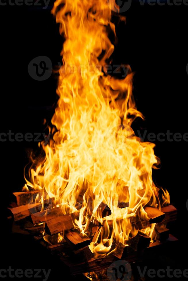 brûler du bois de chauffage photo