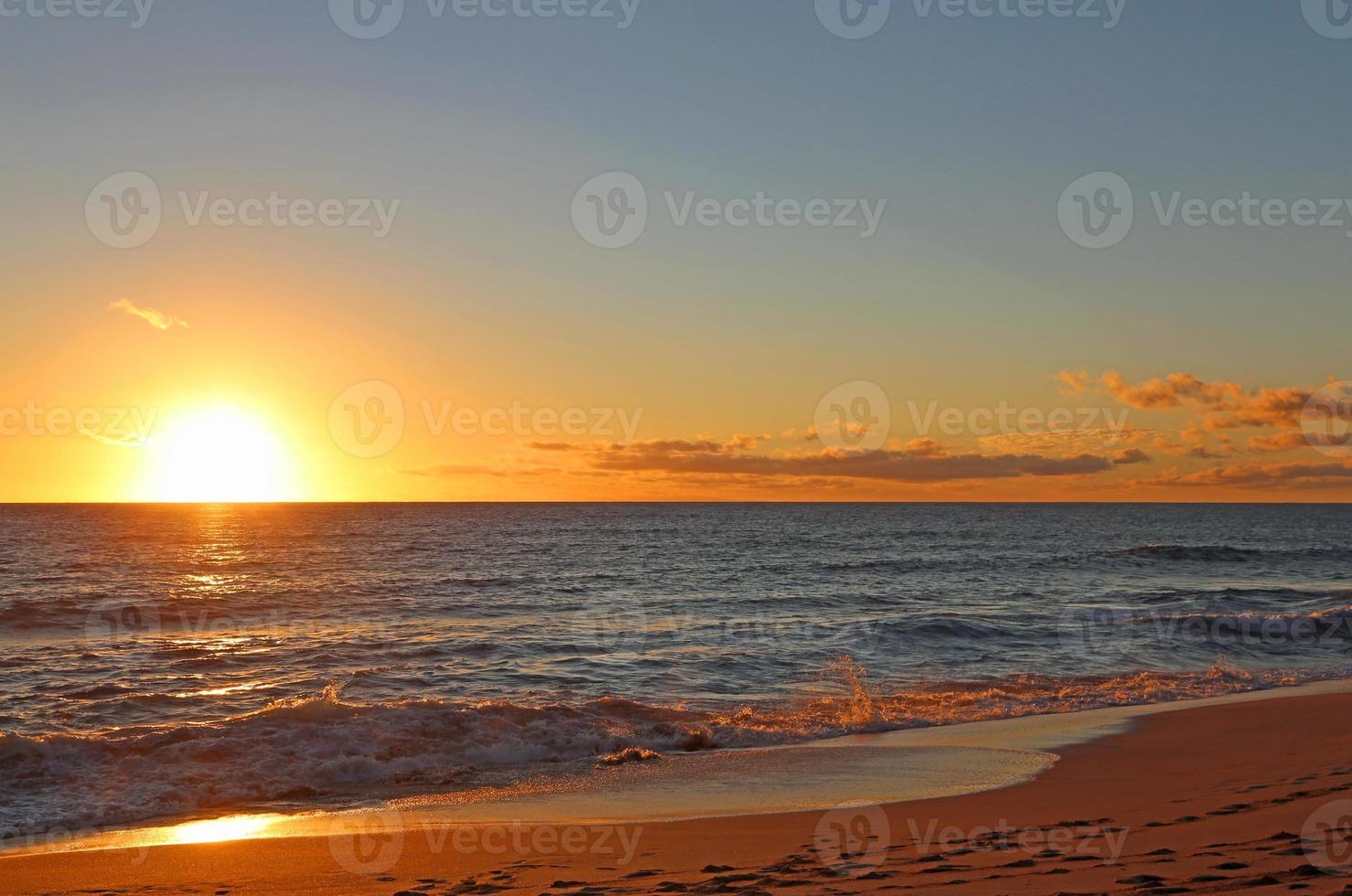coucher de soleil à l'ouest d'Oahu photo