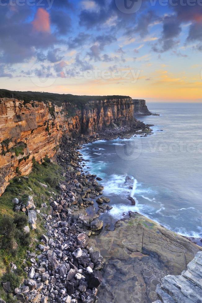 falaise surplombent le lever du soleil photo