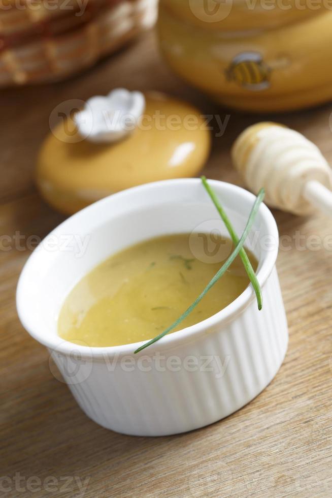 sauce suédoise au miel et à la moutarde photo