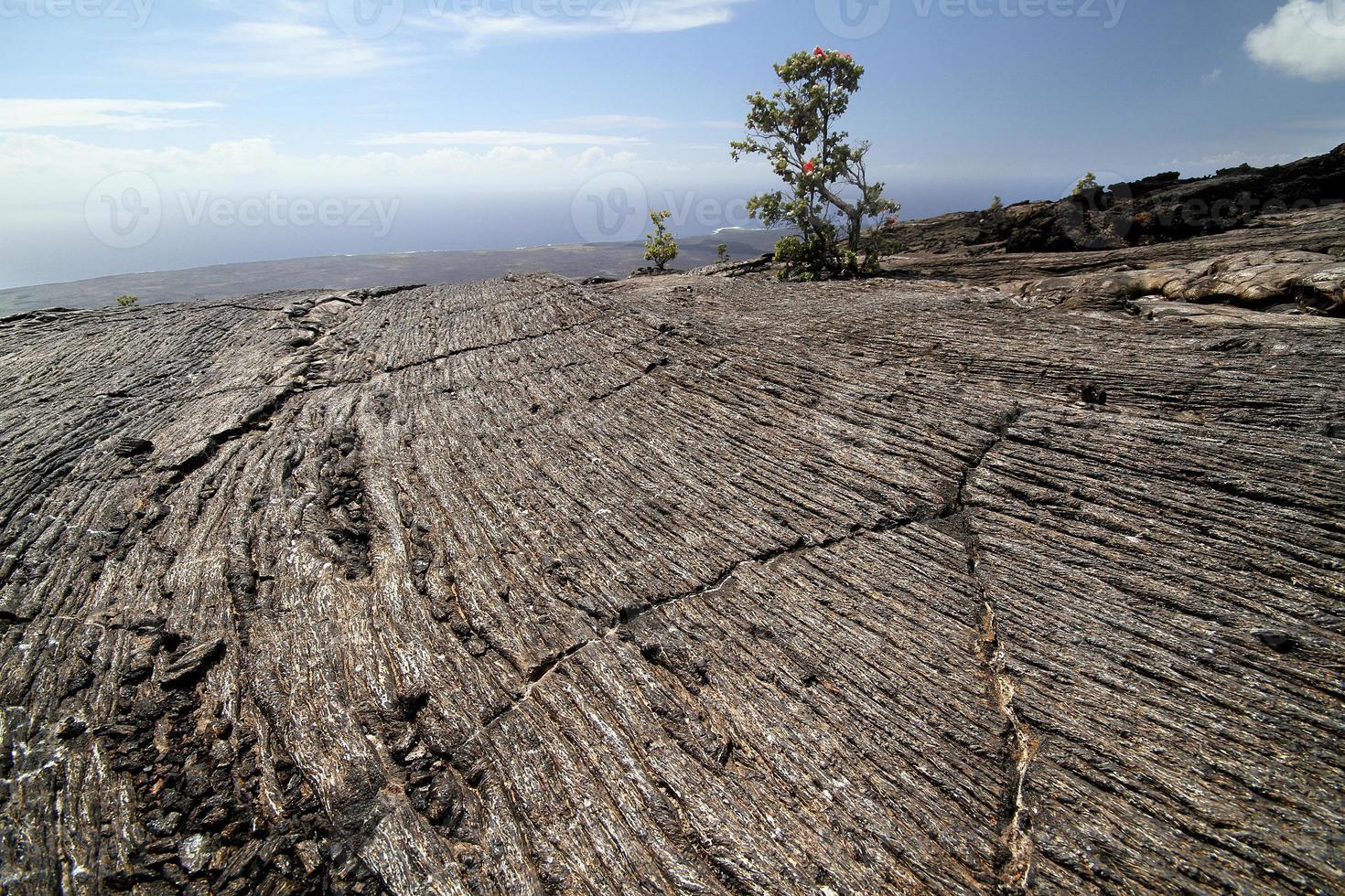 lignes de roche volcanique photo