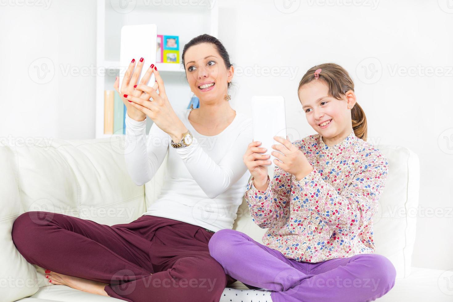 femme, fille, Prendre, selfie, tablette, informatique photo