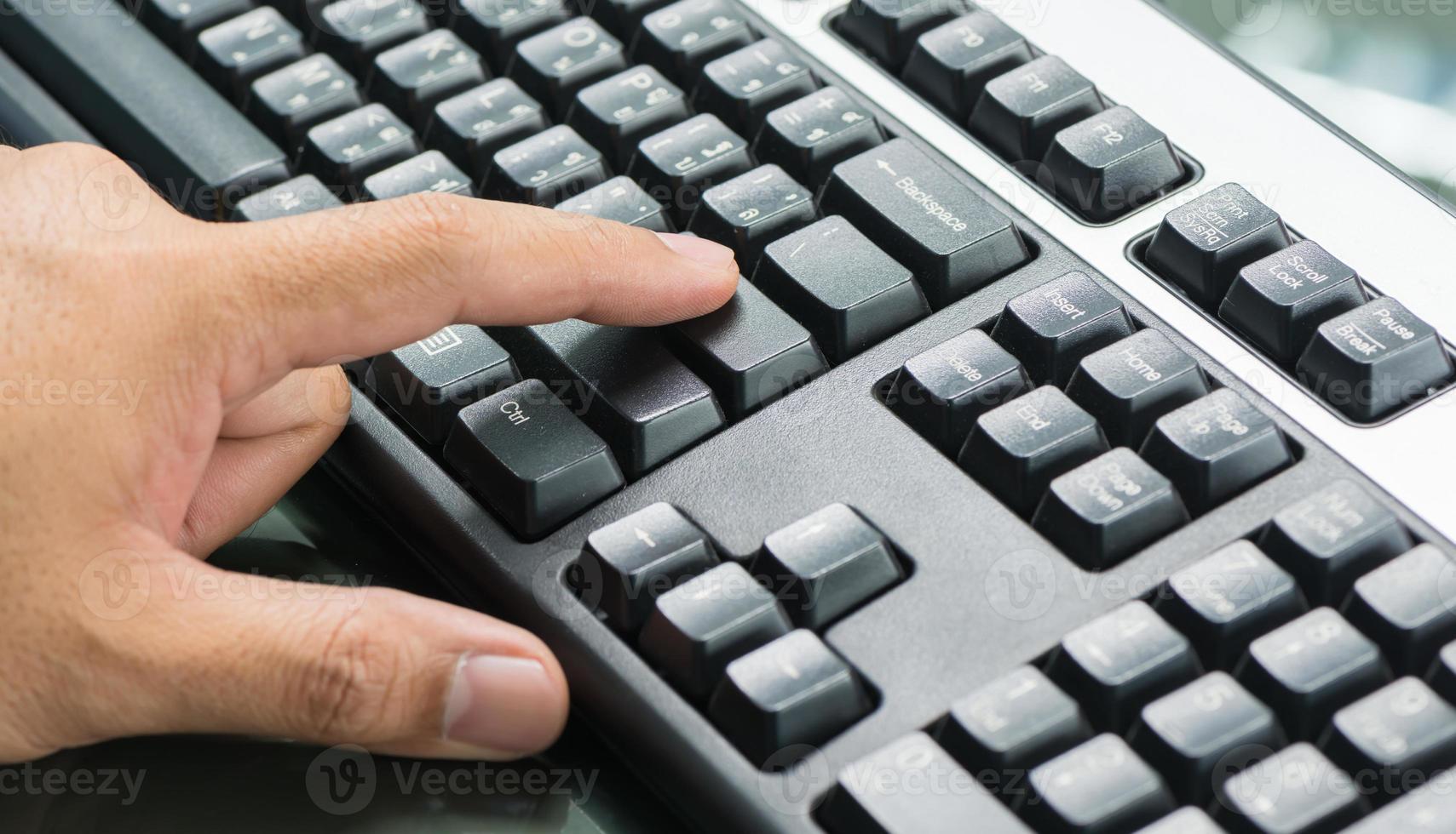 doigt mis sur entrer botton photo