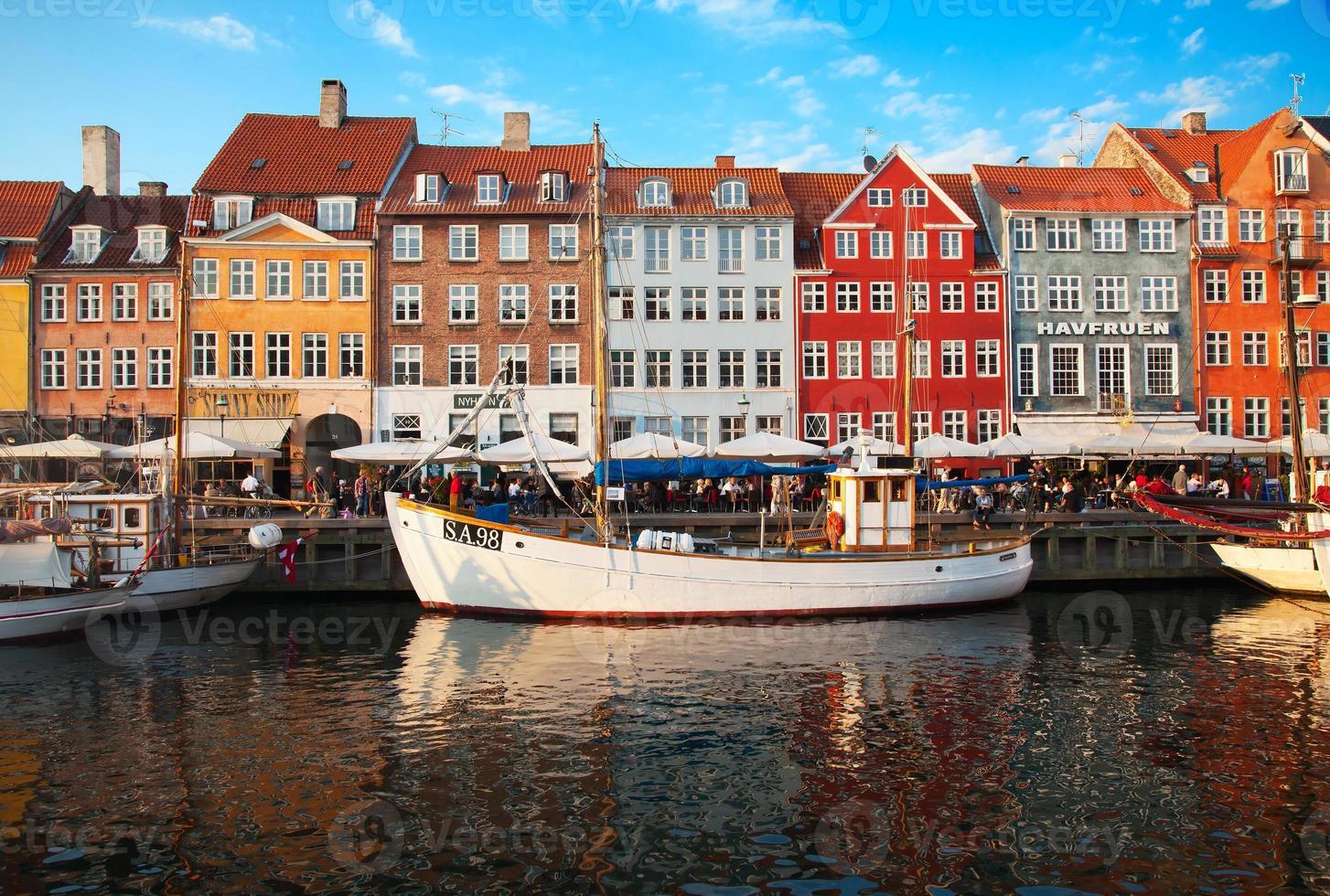Copenhague (district de Nyhavn) dans une journée d'été ensoleillée photo