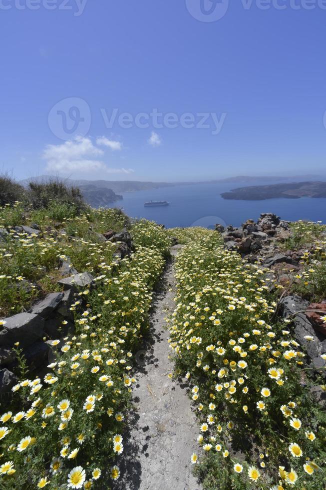 Promenade autour du rocher à Imerovigli, Santorin Grèce photo