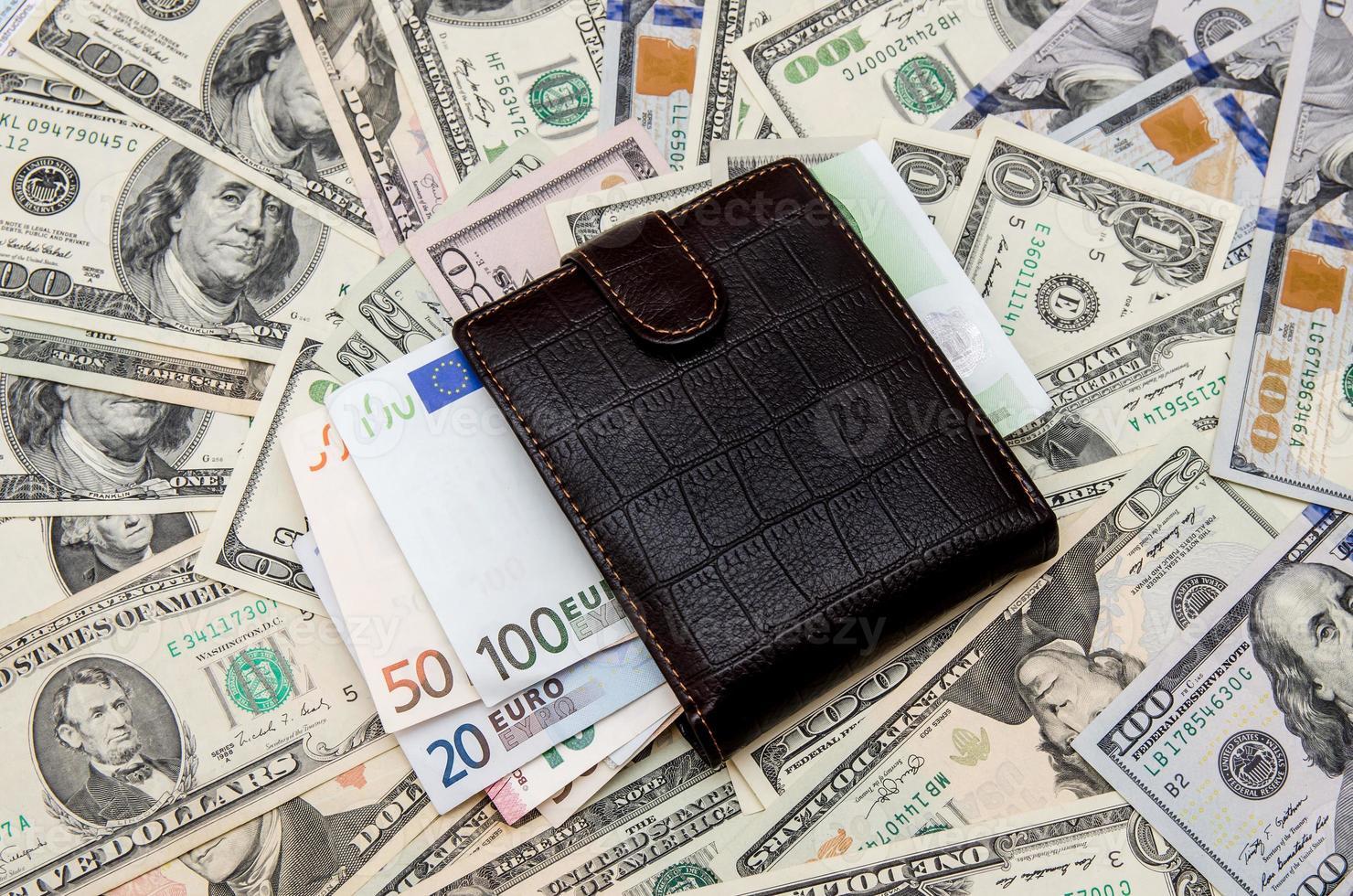 portefeuille avec de l'argent en arrière-plan photo