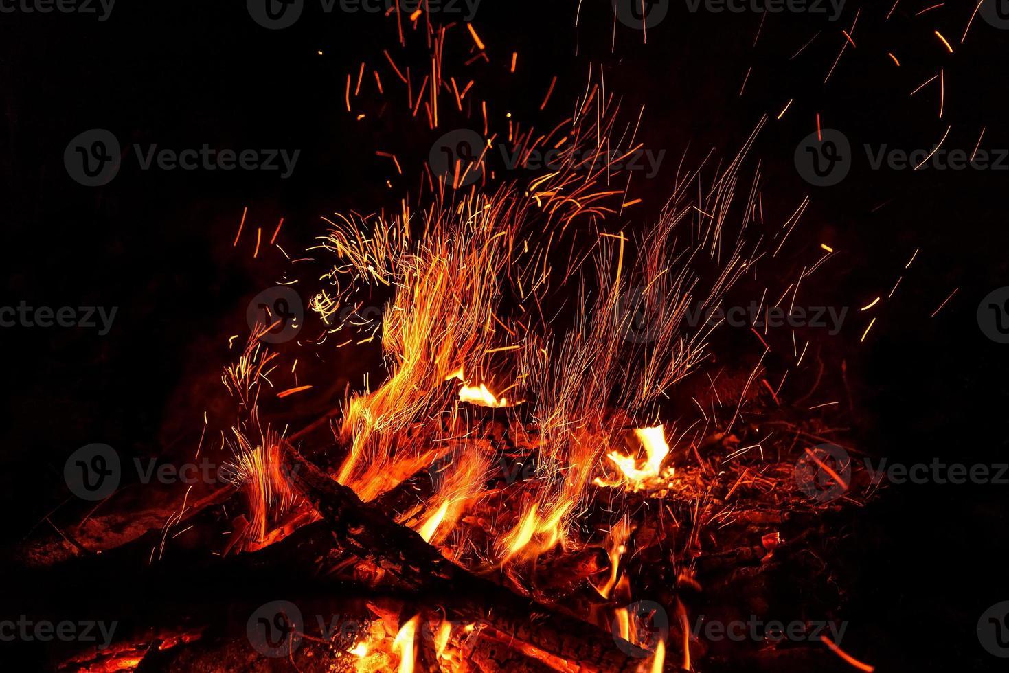 feu flamme feu de joie étincelle photo