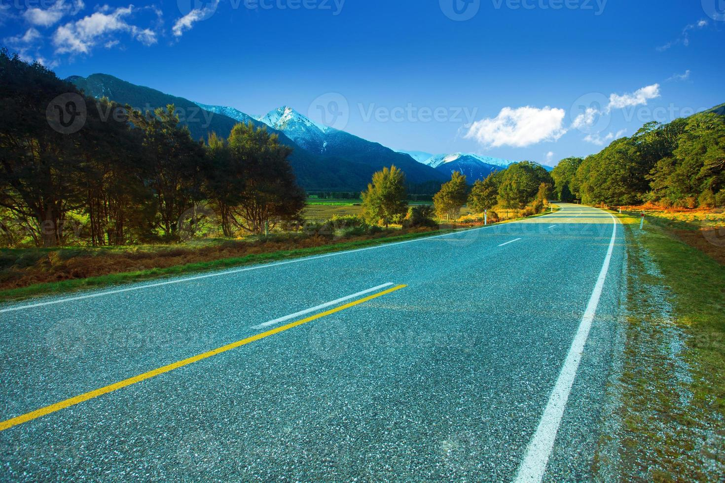 Autoroutes d'asphalte dans le futur parc national de Nouvelle-Zélande photo