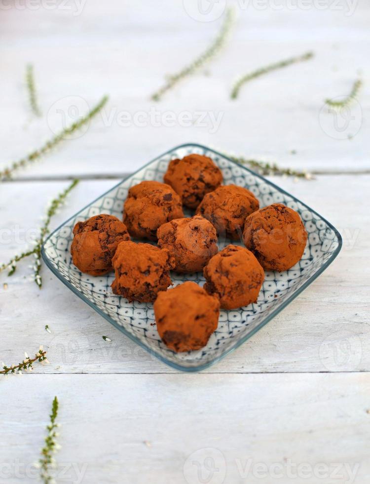 chocolat noir et truffes aux pommes photo