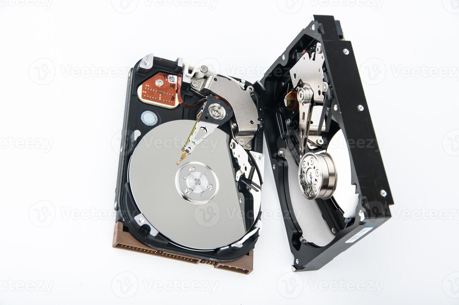 Gros plan de deux disques durs photo