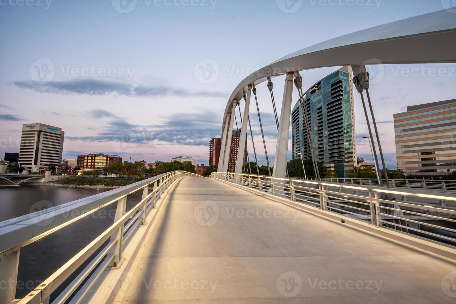pont de la rue principale du centre-ville de columbus ohio paysage urbain rivière scioto hdr photo