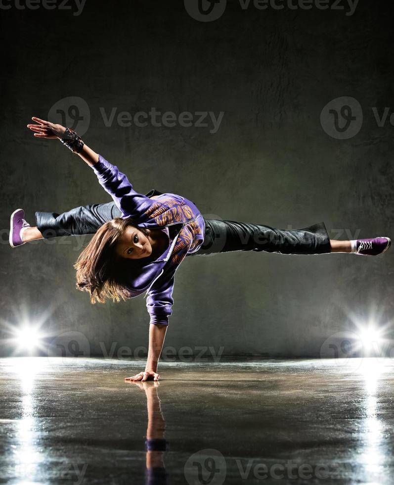 jeune femme danseuse photo