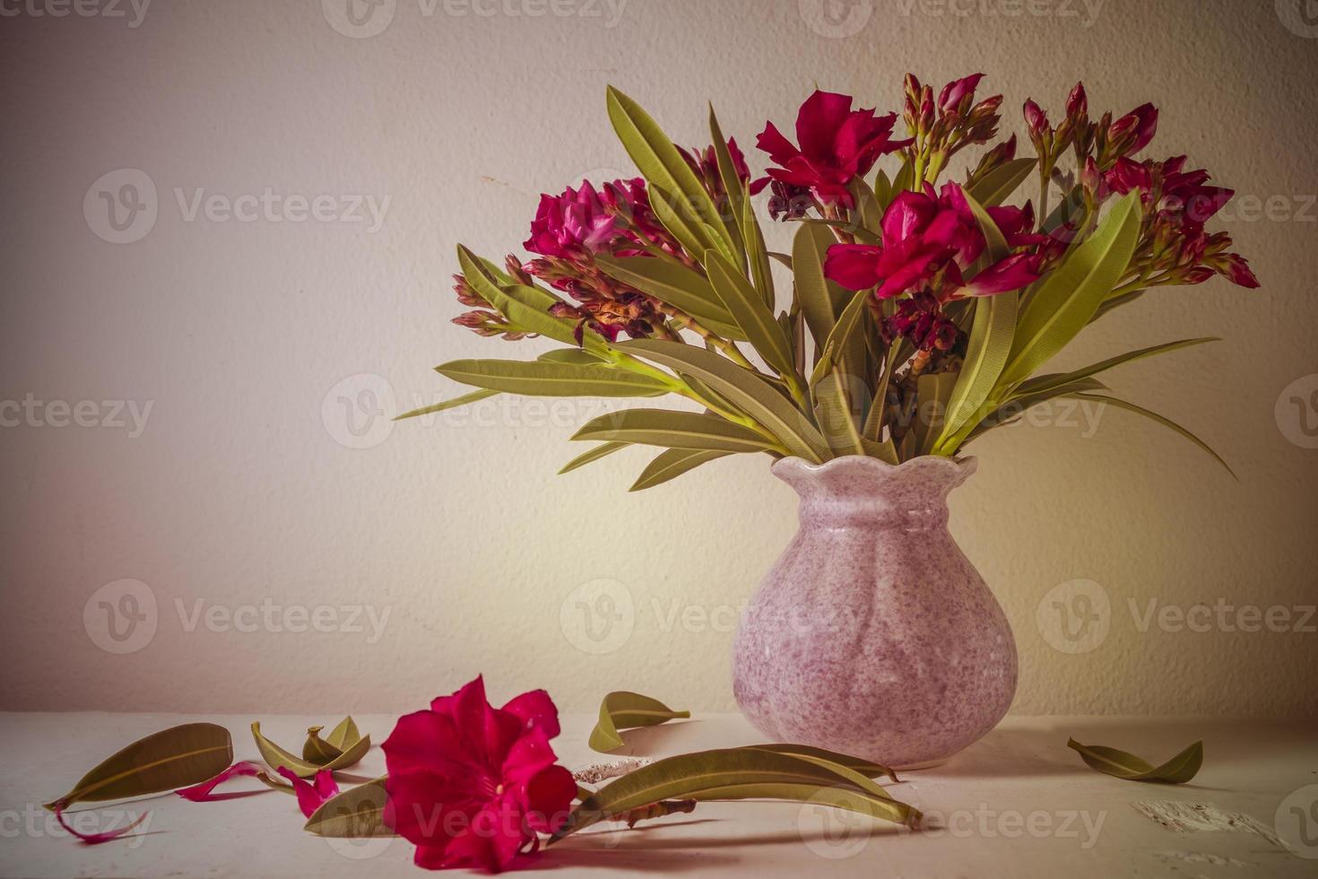 nature morte avec un beau bouquet de fleurs photo