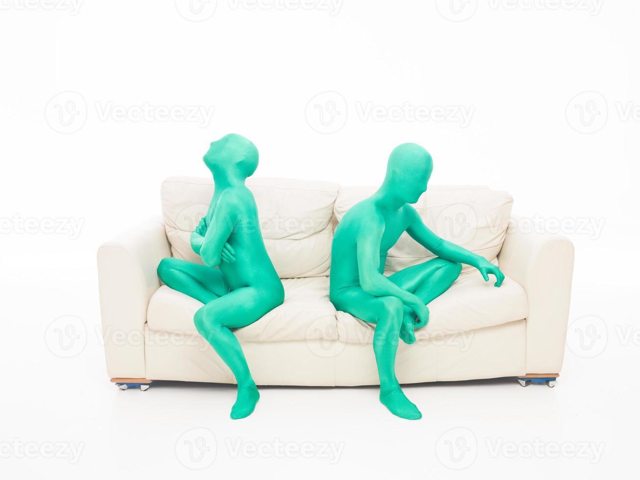 bouleversé couple vert sans visage photo
