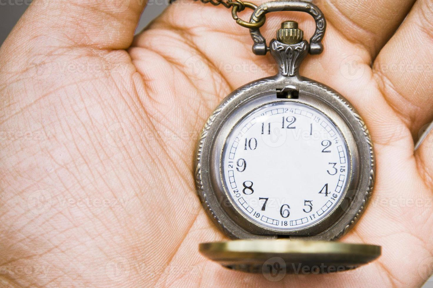 illustration photo de montre de poche sans les aiguilles des heures