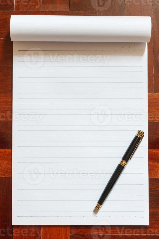 cahier et stylo. photo