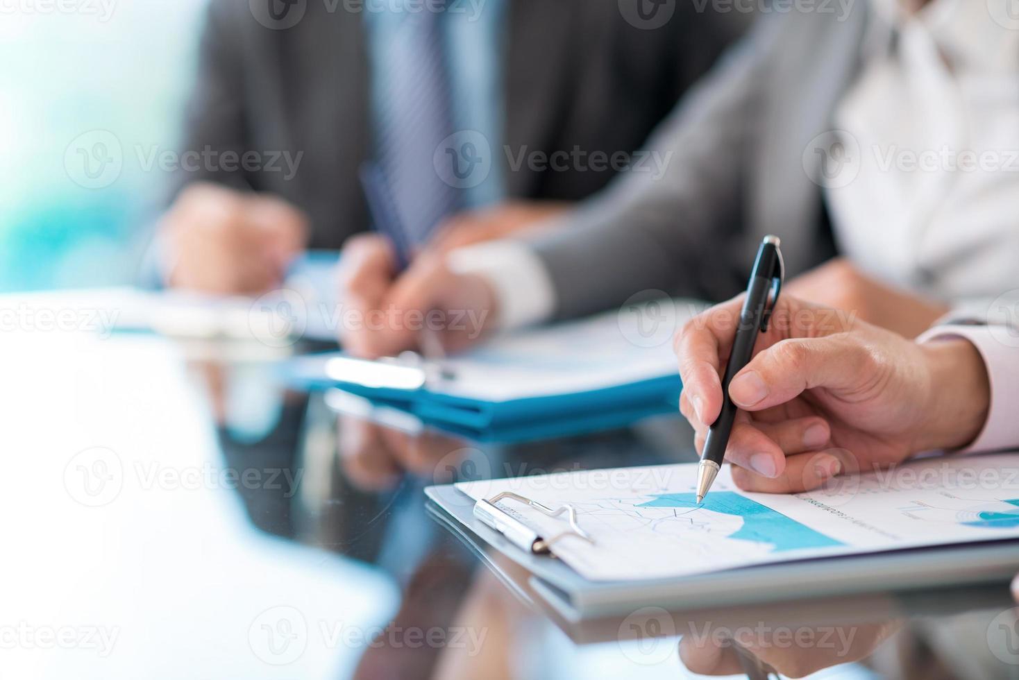travailler avec des informations financières photo