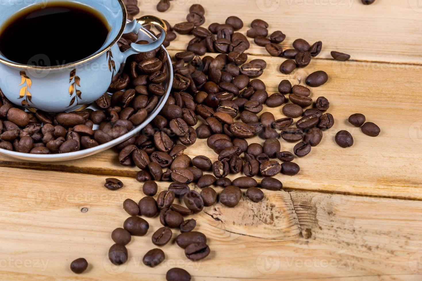 tasse à café sur la table en bois photo