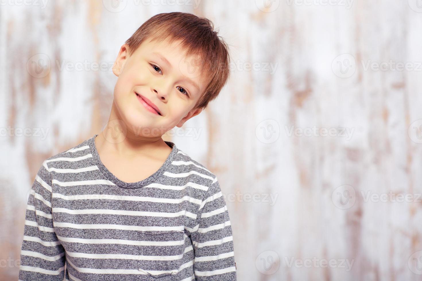 portrait, mignon, émotionnel, petit garçon, lit photo