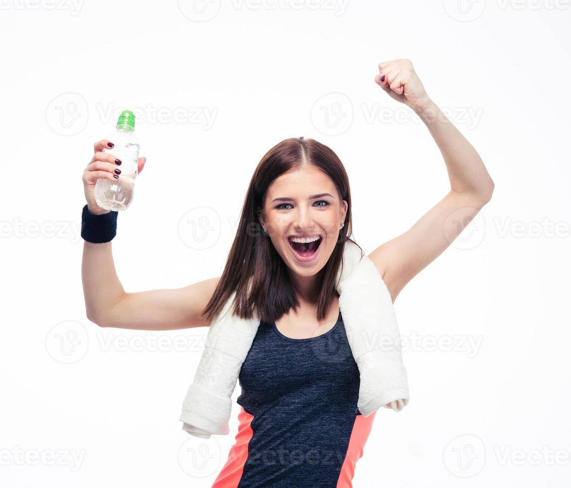 fitness femme célébrant sa victoire photo