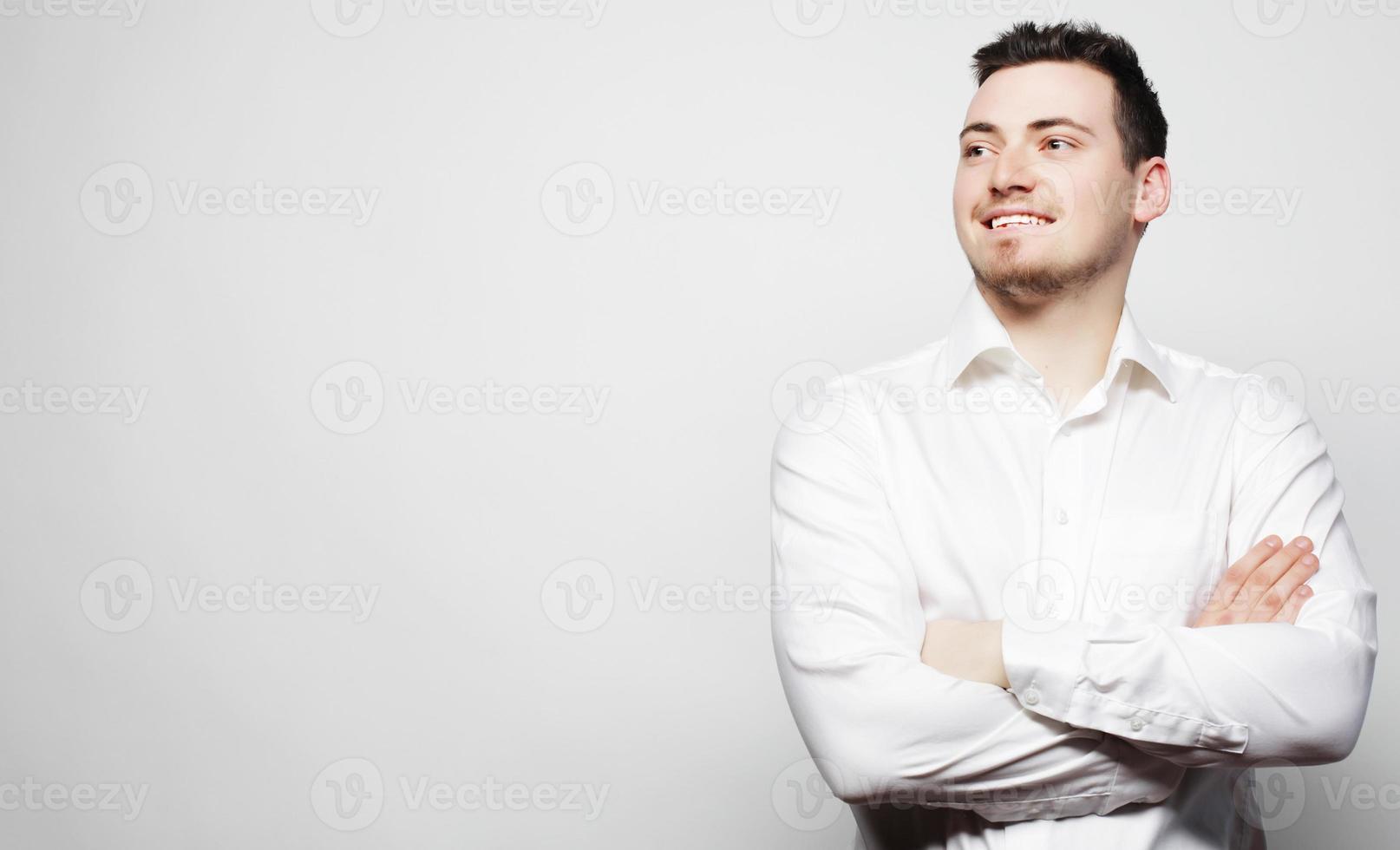 jeune, homme affaires, porter, chemise blanche photo