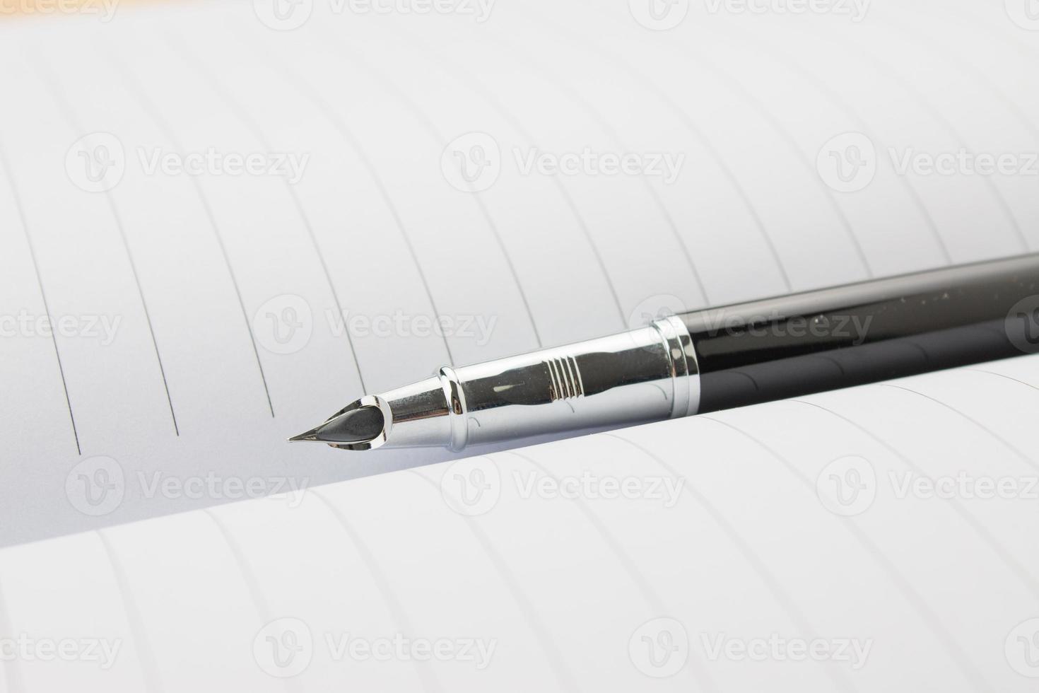 stylo plume dans un cahier photo
