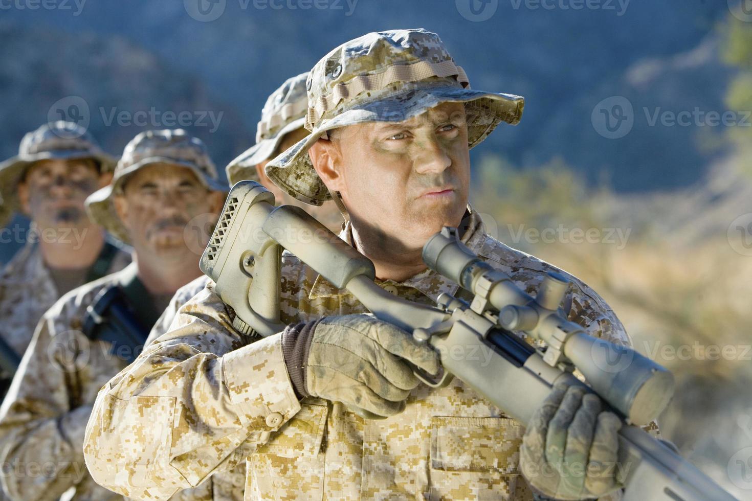 soldats sur le terrain photo