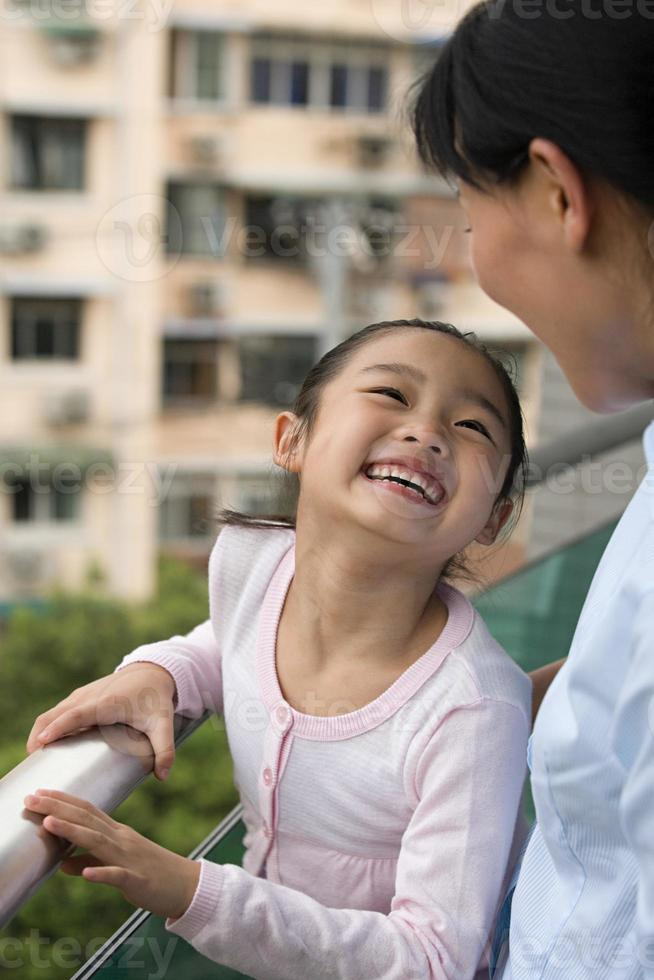 mère et fille riant photo