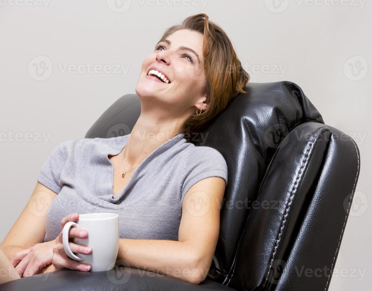 femme buvant du café photo