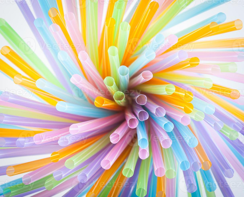 pailles en plastique colorées photo