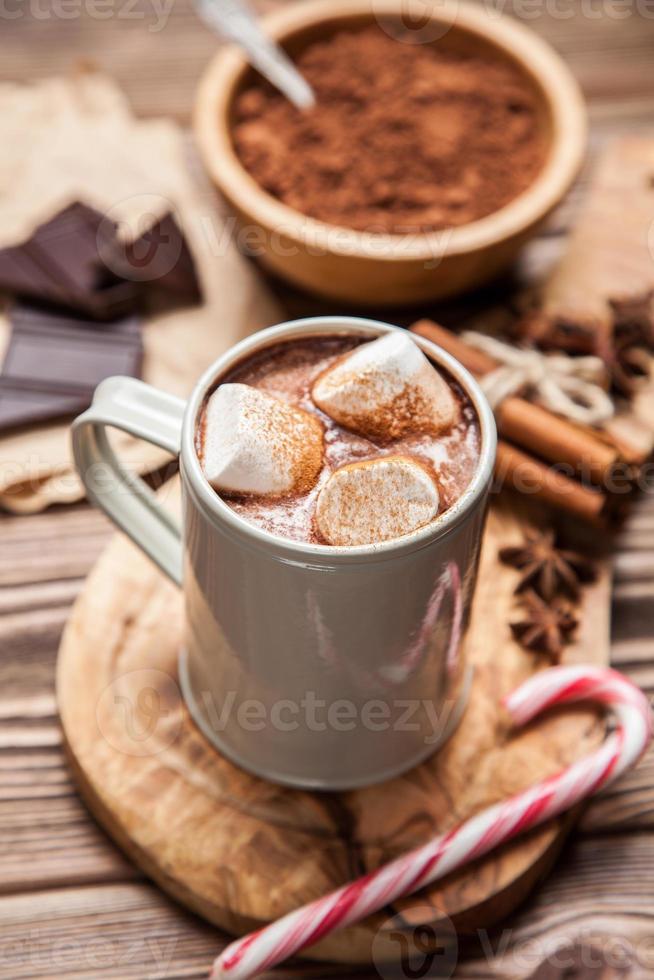 boisson au cacao avec des guimauves photo