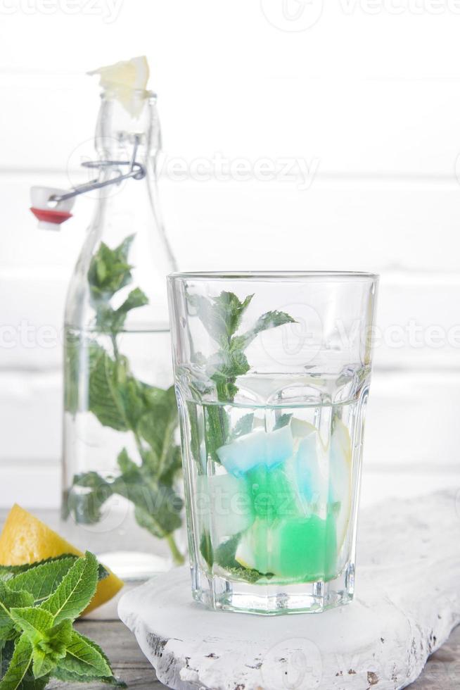 boire de la menthe au goût photo