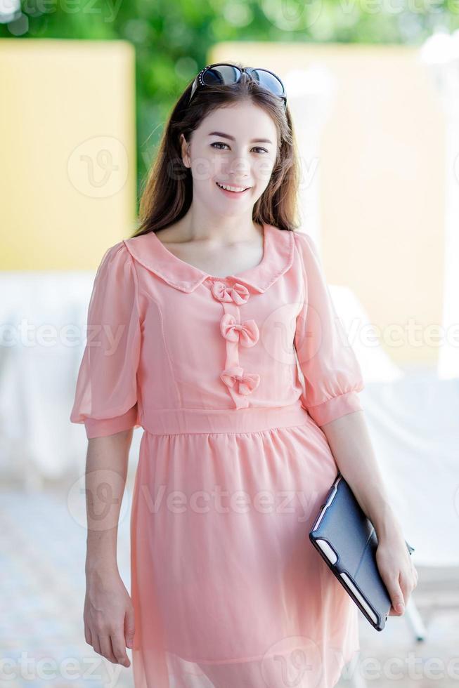 tablette tenue femme photo