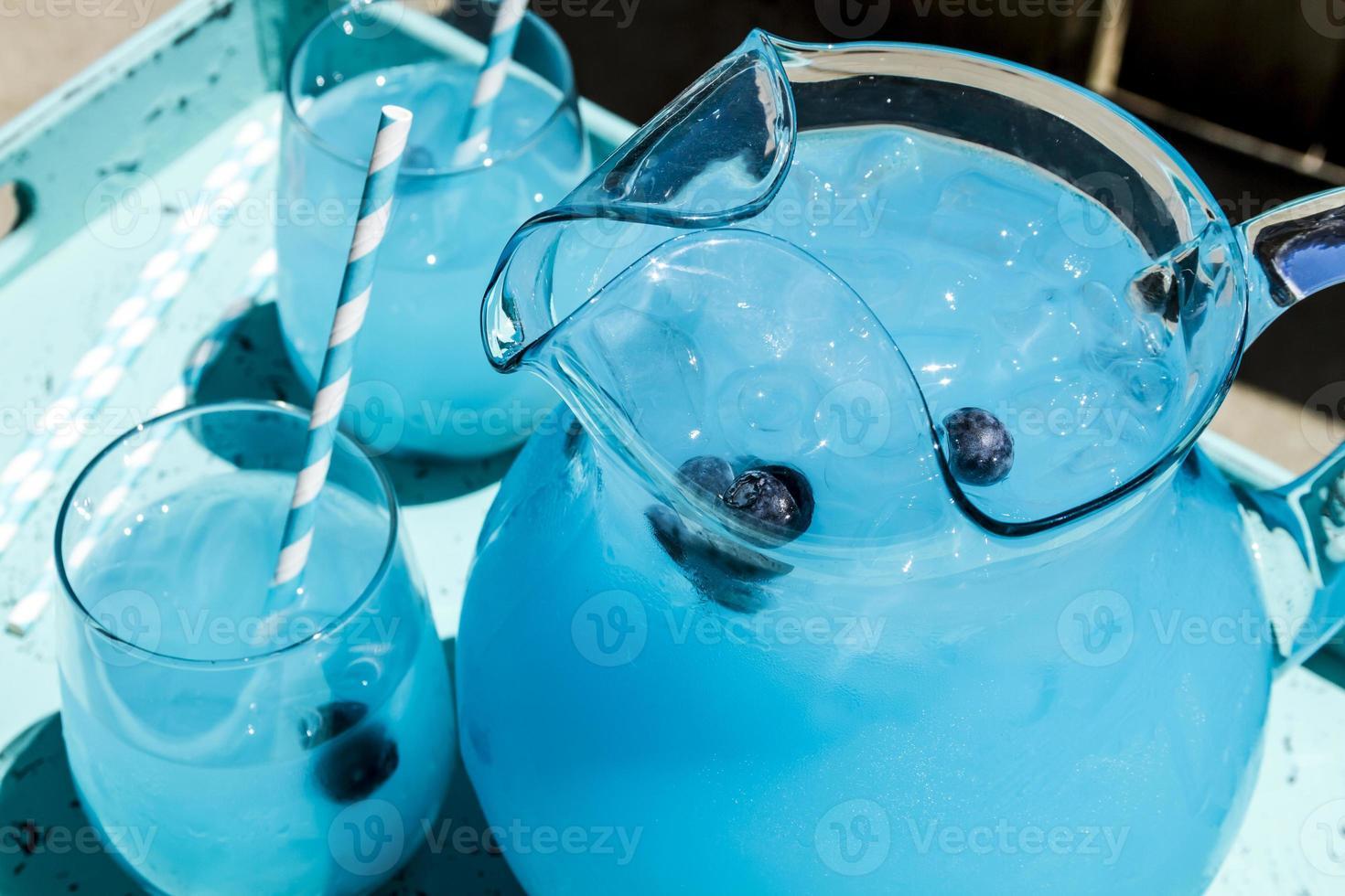 rafraîchissantes boissons d'été à la limonade aux bleuets photo