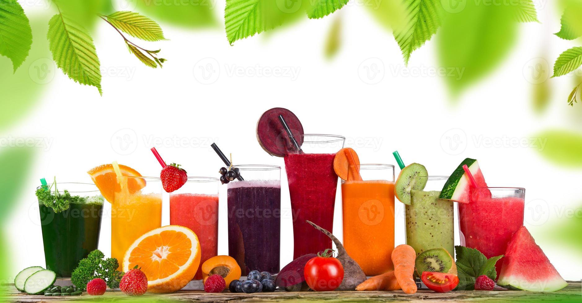 jus de fruits frais, boissons saines. photo