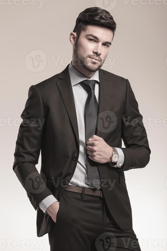 portrait, frais, jeune, affaires, homme, poser photo