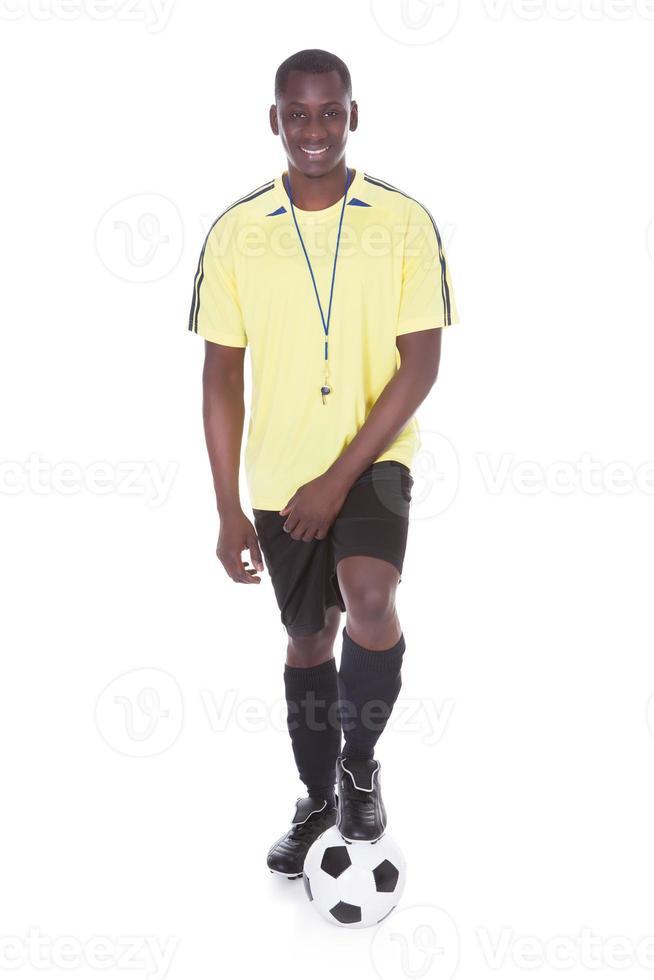 joueur de football avec un ballon de soccer photo