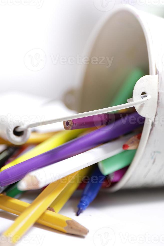 crayons de couleur et feutres photo