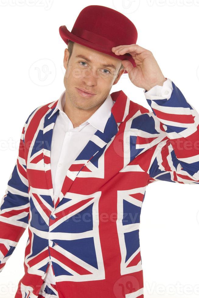 homme britannique en veste Union Jack et chapeau melon rouge photo