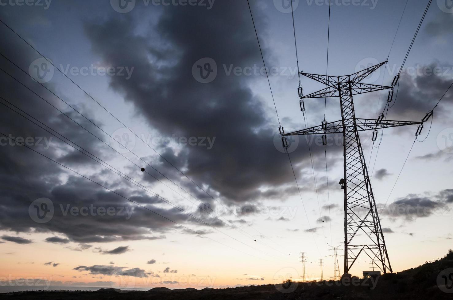 tour de transmission électrique haute tension photo