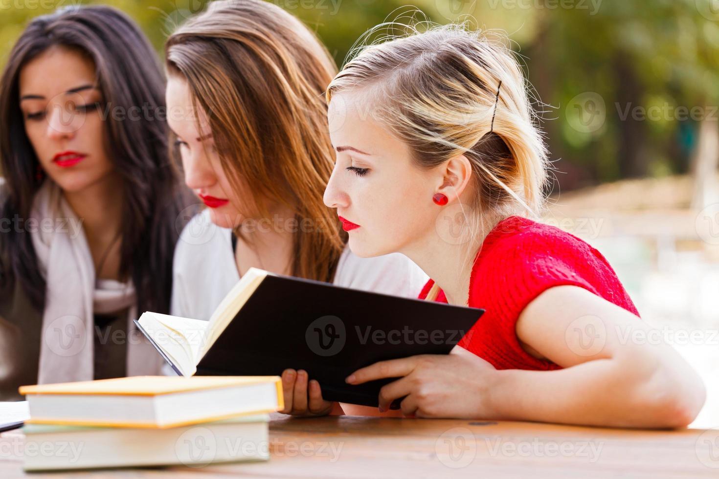 étudier pour l'examen final photo
