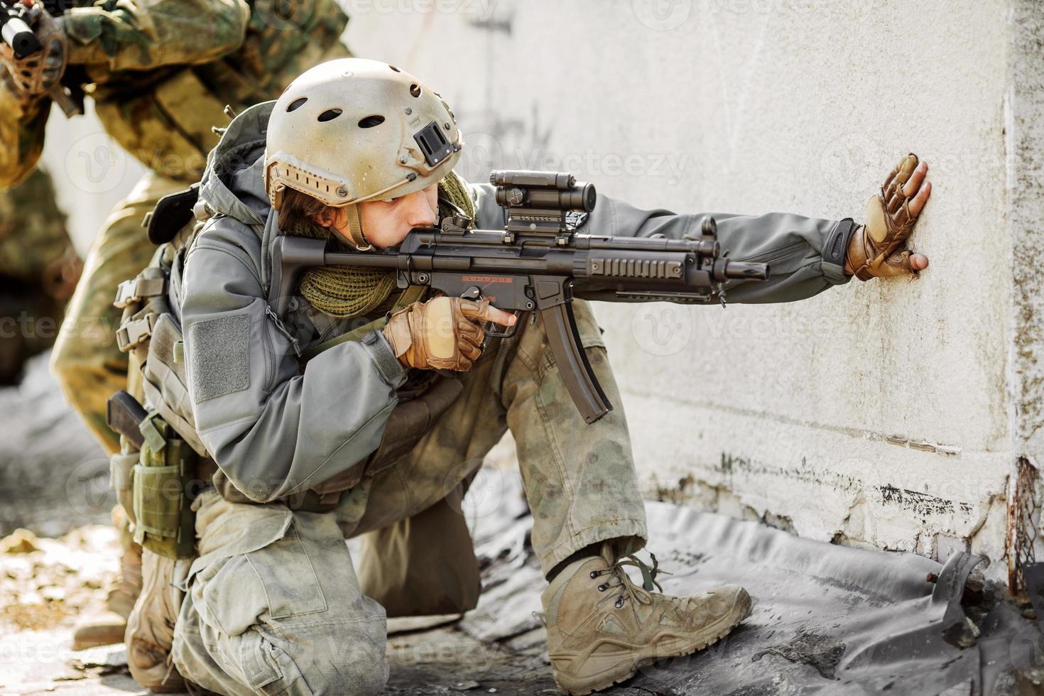 rangers ont pris d'assaut le bâtiment capturé ennemi photo