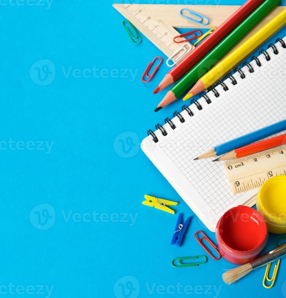 fournitures scolaires avec copie espace photo